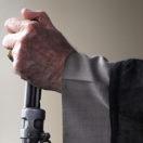 نماد ترکیب دین و دولت: رهبر نظام، امام جمعه، تکیه بر تفنگ