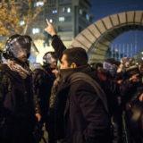 تظاهرات اعتراضی در برابر دانشگاه امیرکبیر، آنگاه که معلوم شد شلیک به هواپیمای اوکراینی کار سپاه پاسداران بوده است، ۱۱ ژانویه ۲۰۲۰، عکس از AFP