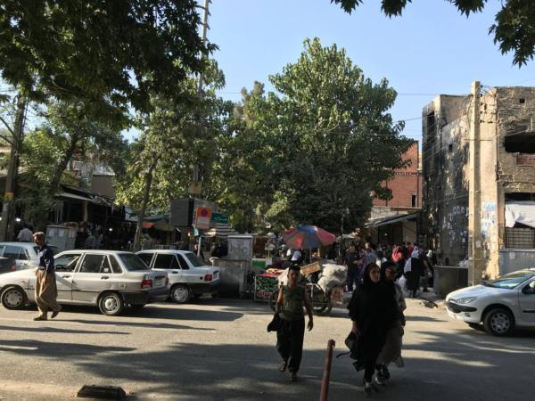 یک پاتوق شهری در مریوان: روبروی مسجد ههژاره و نظامیدوزها: بعد از ظهر دوشنبه، ۴ مرداد ۱۴۰۰